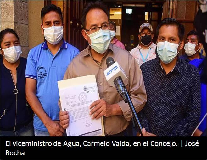 El viceministro de Agua, Carmelo Valda, en el Concejo.